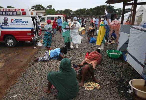 """Cuộc """"trường chinh"""" tìm văcxin cứu người – Kỳ 2: Cuộc chiến với tử thần Ebola"""