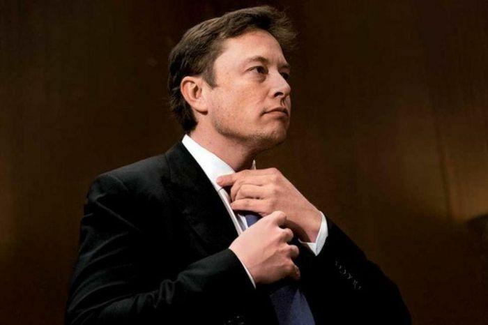 Vì một dòng tweet, Elon Musk mất ngôi người giàu nhất thế giới