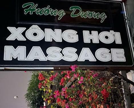 Kiểm tra cơ sở massage phát hiện nhân viên nữ thoát y phục vụ khách