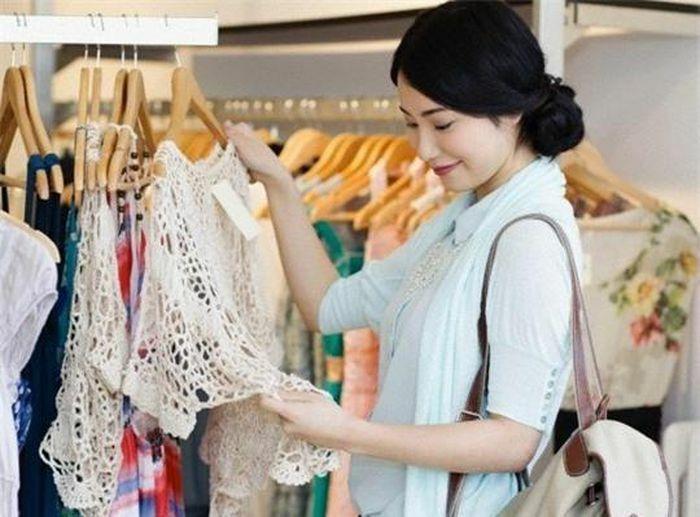 Sai lầm khi mua sắm khiến tủ chật ních vẫn không có gì để mặc
