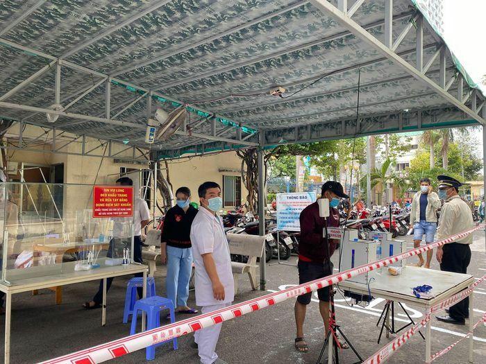 TP Đà Lạt: Xử phạt nhiều người không đeo khẩu trang nơi công cộng