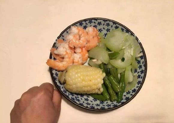 Nguyên tắc giảm cân hàng ngày của phụ nữ: ghi nhớ '3 yếu tố' sau bữa tối sẽ giúp giảm cân