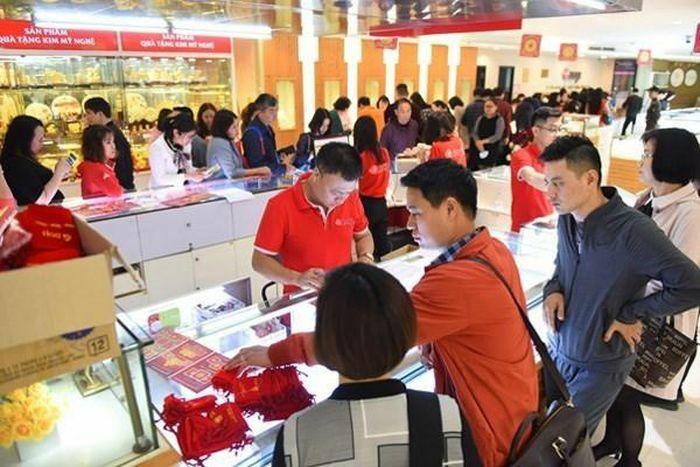 Vàng SJC tăng hơn 400.000 đồng ở phiên giao dịch sát Tết Nguyên đán