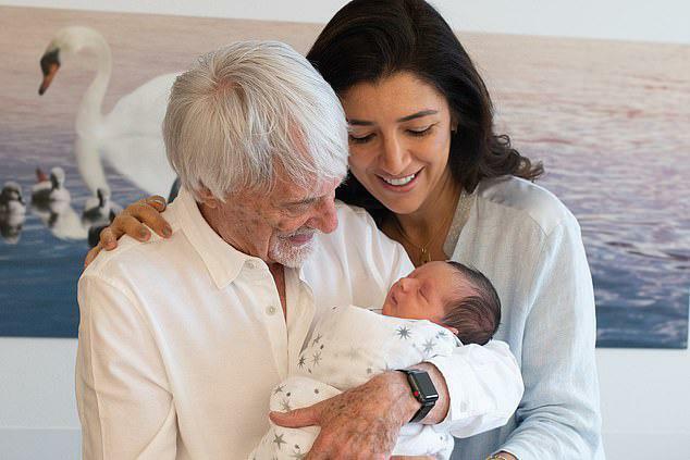 Mừng vợ ba sinh con, ông trùm F1 Ecclestone sắm siêu du thuyền