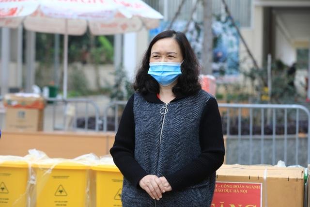Sở GD&ĐT Hà Nội tặng máy giặt cho khu cách ly Trường tiểu học Xuân Phương