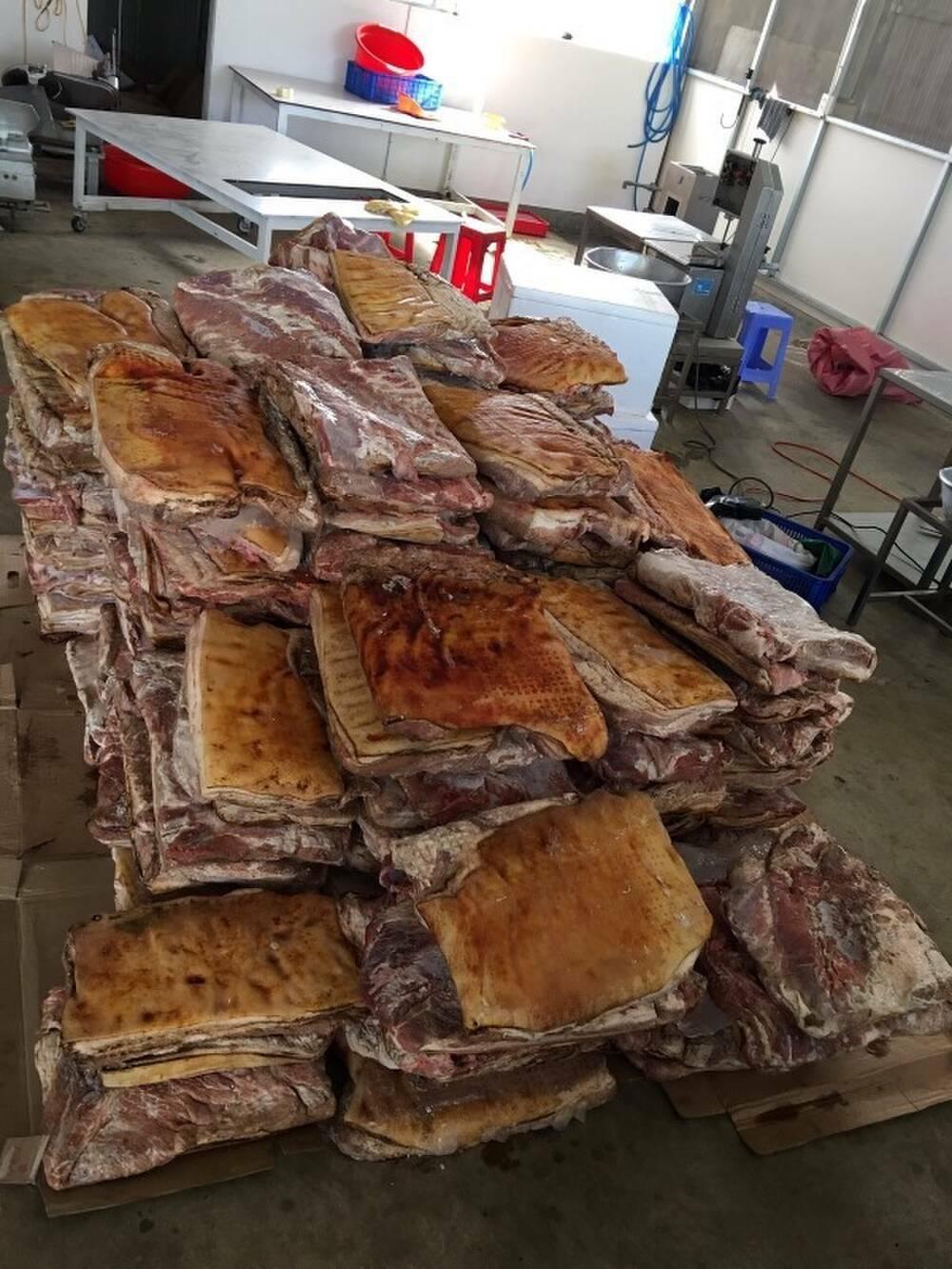 Phát hiện hơn 1,4 tấn thịt heo đông lạnh không rõ nguồn gốc xuất xứ