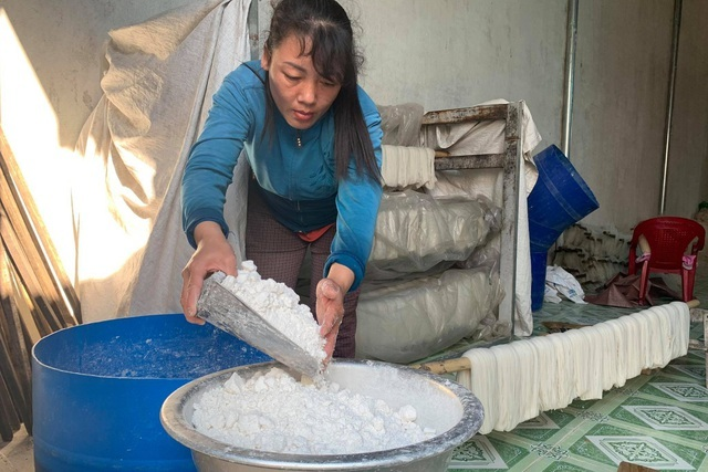 Thu nhập hàng chục triệu mỗi tháng từ làng nghề miến ở phố núi