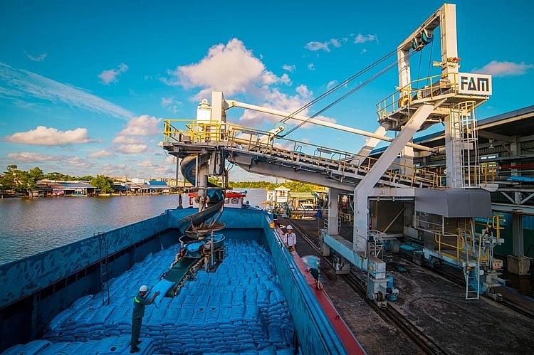 Phân bón Cà Mau xuất xưởng hơn 2.300 tấn sản phẩm trong ngày làm việc đầu năm Tân Sửu