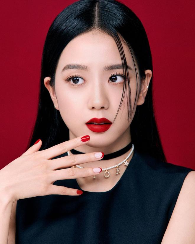 """4 mẩu Blackpink khi tô son môi đỏ: Jisoo thì chuẩn Hoa hậu rồi nhưng quyến rũ """"chết người"""" phải là nàng này"""