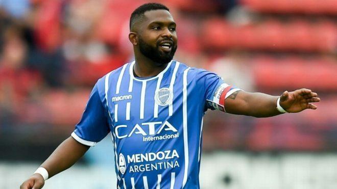 Bi kịch ở Argentina: Cầu thủ tự tử tại nhà riêng