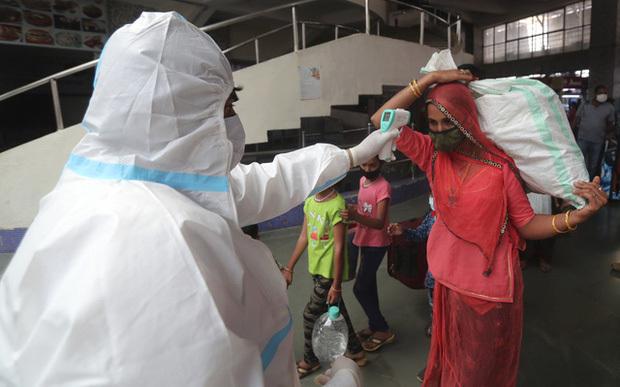 Hơn 114,2 triệu người mắc COVID-19 trên thế giới, châu Âu đối mặt với làn sóng dịch bệnh thứ 3