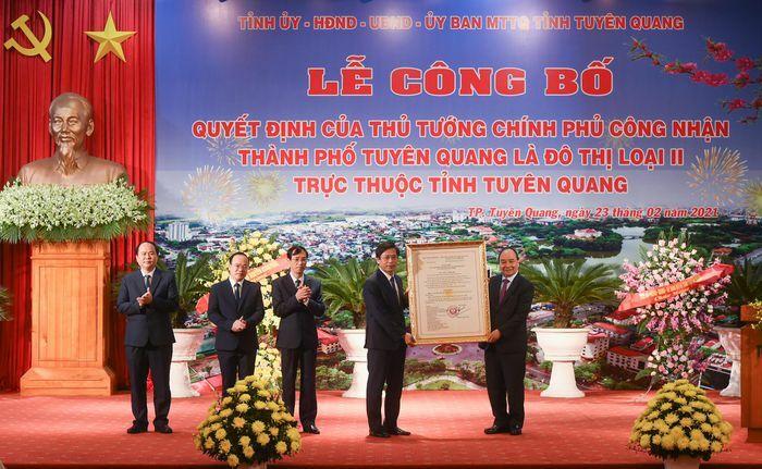 Chùm ảnh: Thủ tướng làm việc tại Tuyên Quang
