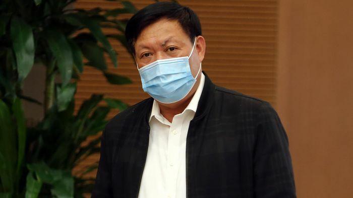 """Việt Nam sẽ không tiêm vaccine """"ồ ạt và không theo dõi"""""""