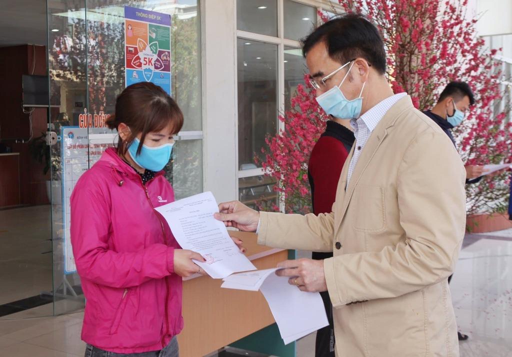 Bác sĩ Bệnh viện Bạch Mai lao vào tâm dịch Hải Dương ngày 30 Tết
