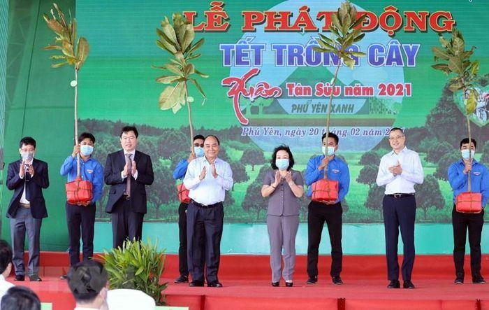 """Thủ tướng Nguyễn Xuân Phúc tham dự """"Tết trồng cây"""" Xuân Tân Sửu"""