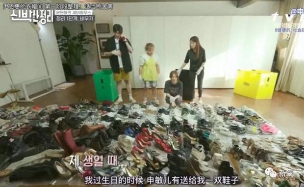Sốc nặng trước cảnh căn nhà bừa bộn, đồ đạc chất đống như rác và nhan sắc biến dạng của Yoon Eun Hye (Hoàng Cung)