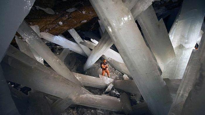 Hang pha lê lớn nhất thế giới ở Mexico