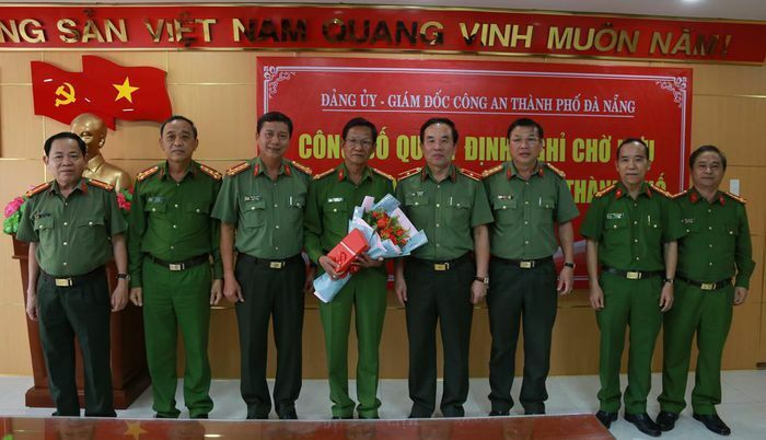Công bố Quyết định nghỉ chờ hưu đối với Đại tá Lê Ngọc Hai
