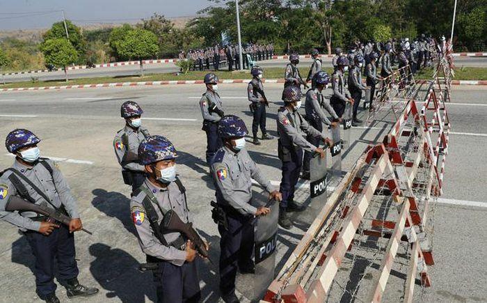Hàng loạt bộ trưởng Myanmar bị sa thải sau chính biến