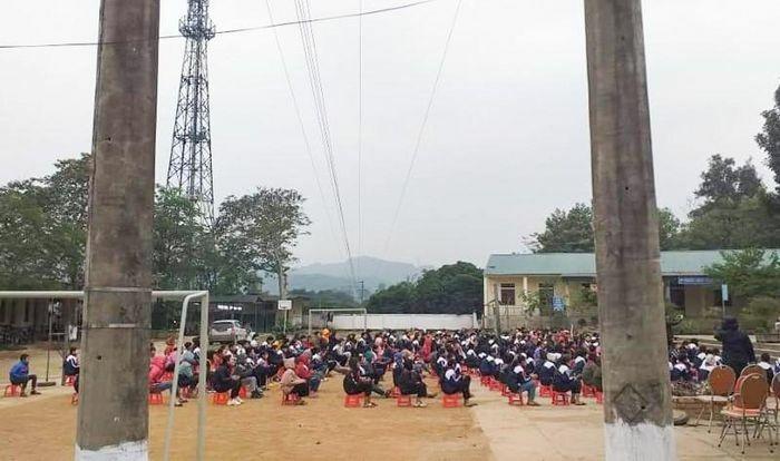 Nghệ An: Đường điện cao thế đe dọa hàng trăm học sinh