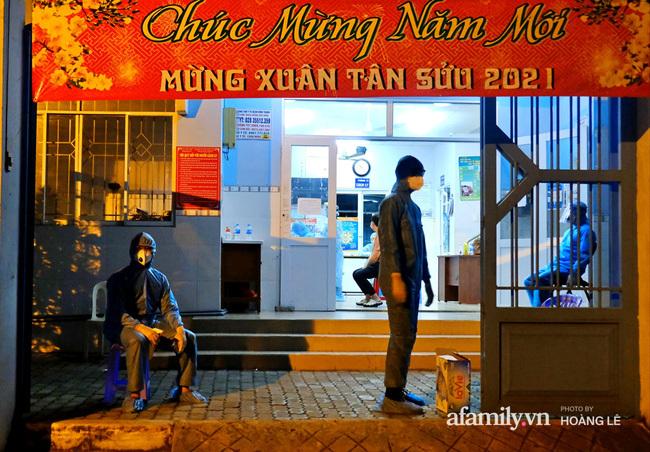 TP.HCM xuyên đêm xét nghiệm COVID-19 lần 2 cho hàng nghìn nhân viên sân bay Tân Sơn Nhất