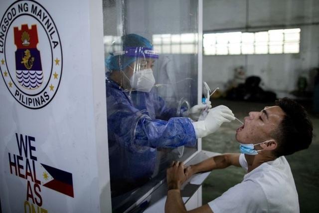 Trung Quốc tặng Philippines 600.000 liều vắc xin Covid-19