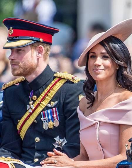 Meghan Markle và Hoàng tử Harry thất vọng vì bị tước quyền bảo trợ