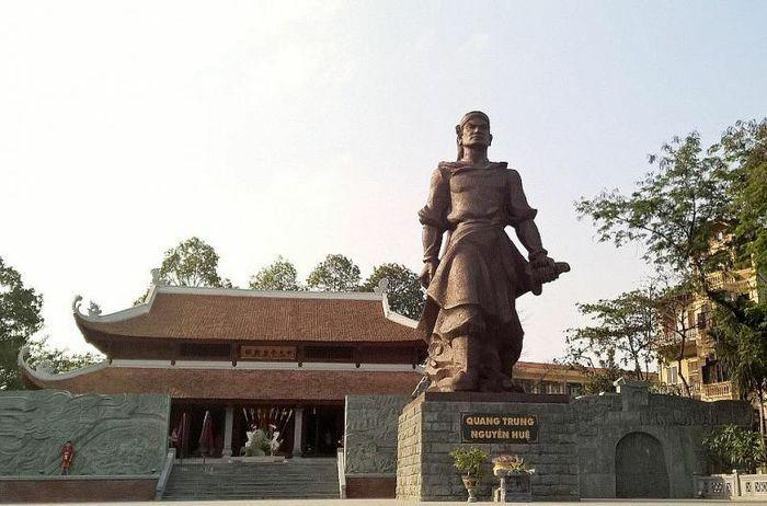 Thường trực Thành ủy Hà Nội dâng hương tưởng nhớ Quang Trung – Nguyễn Huệ