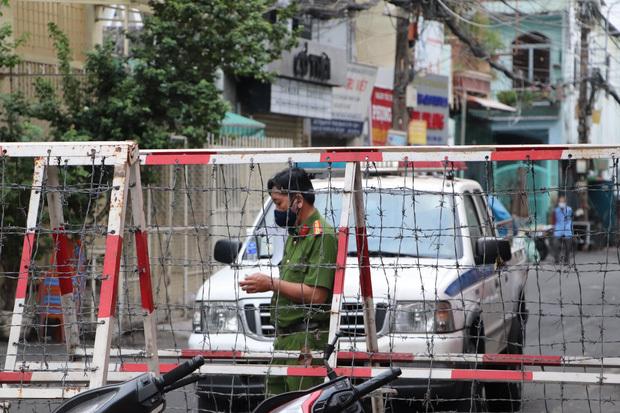"""Bộ trưởng Nguyễn Thanh Long: """"May mắn việc lây nhiễm xảy ra ở khu vực bốc xếp, không liên quan đến hành khách"""""""