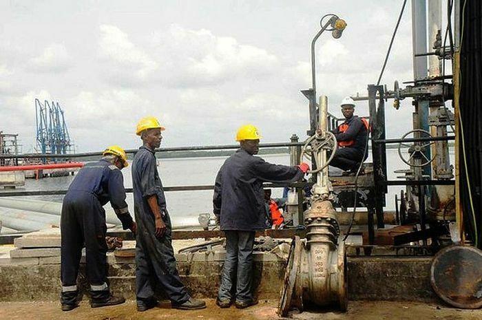 Nigeria tốn hàng trăm triệu USD để bảo trì các nhà máy lọc dầu ngừng hoạt động