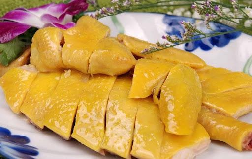 Mẹo luộc gà vàng ươm, căng bóng cho mâm cơm ông Công ông Táo ngày 23 tháng Chạp