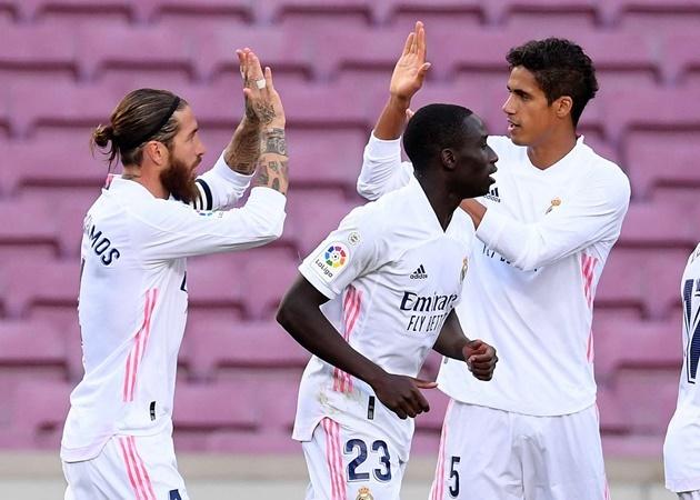 """Real Madrid buông tay, Man Utd rộng cửa đón cùng lúc 2 """"siêu trung vệ"""""""