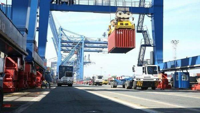 Trong 7 ngày Tết Nguyên đán, tổng trị giá hàng hóa xuất, nhập khẩu đạt 1,67 tỷ USD