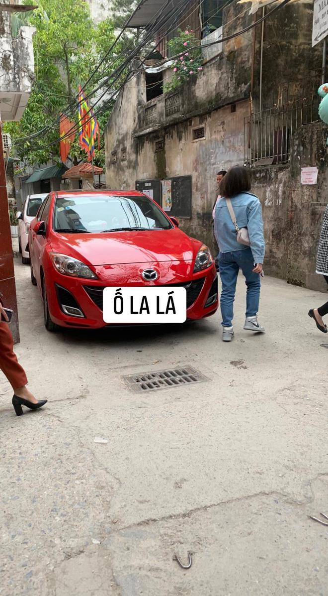 Mùng 2 Tết, chiếc ô tô đỏ khiến cả ngõ xôn xao, người dân nháo nhác đi tìm sự trợ giúp