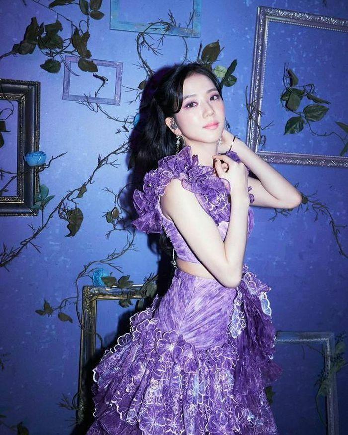 """Jisoo BLACKPINK xinh đẹp như """"nàng tiên màu tím"""" trong The Show, netizen lại bái phục stylist về trình sửa đồ"""