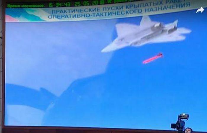 Su-57 thử thành công tên lửa siêu thanh từ khoang vũ khí