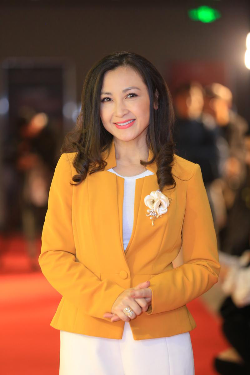 """Diễn viên Khánh Huyền: """"Năm nay tôi ra Hà Nội đón Tết với mẹ"""""""