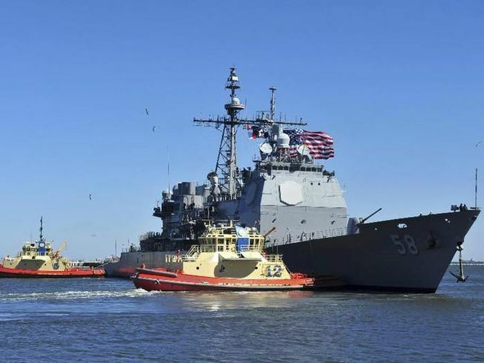 """COVID-19 lại """"gọi tên"""" 2 tàu chiến Mỹ"""