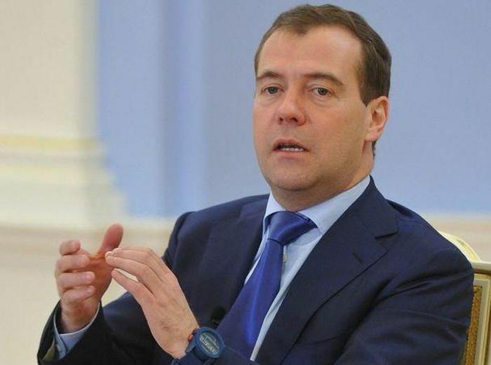 """Ông Medvedev cho rằng việc khóa tài khoản của ông Trump là """"trường hợp quá đáng"""""""