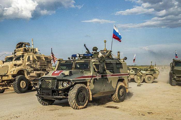 Nga chuyển xe bọc thép tới vùng ảnh hưởng của Mỹ ở miền Đông Syria