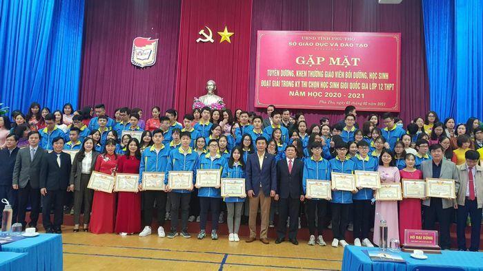 Phú Thọ: Khen thưởng giáo viên bồi dưỡng, học sinh giỏi quốc gia