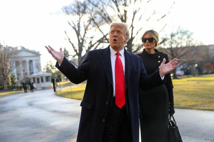 CNN: Rời Washington lặng lẽ, bà Melania lạnh lùng với ông Trump
