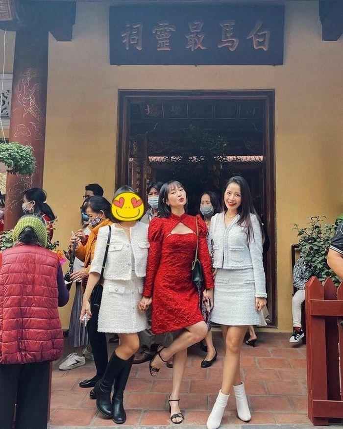 Ăn mặc phản cảm đi chùa đầu năm, Sun Ht bị fan nhắc nhở