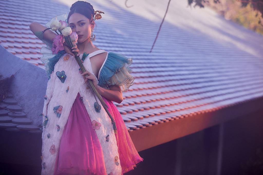 Lưu Hiền Trinh không cần hở bạo vẫn quyến rũ với trang phục Á Đông