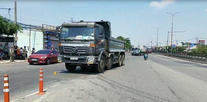 TPHCM: Tai nạn giữa xe ben và xe máy, 1 người tử vong