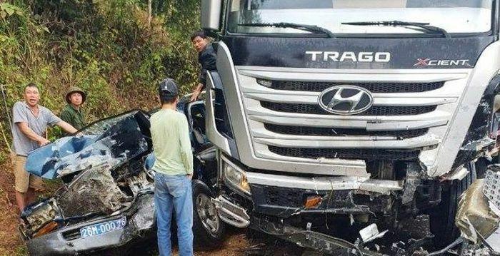 Tai nạn giao thông mới nhất hôm nay 8/2: Xe bồn va chạm xe biển xanh, ít nhất 7 người thương vong trên Quốc lộ 6