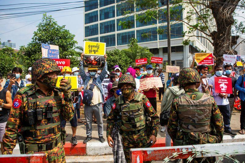 Ngoại trưởng Singapore hy vọng Myanmar thả người bị bắt, không ủng hộ cấm vận diện rộng
