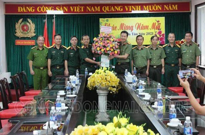 Lãnh đạo Bộ Chỉ huy Quân sự tỉnh chúc mừng chiến công đặc biệt xuất sắc của Công an Đồng Nai