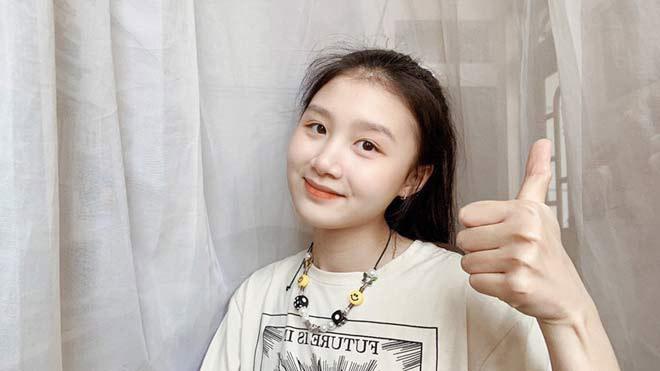 """Nữ sinh bắt xe buýt từ Bắc Ninh lên Hà Nội học giành học bổng 5,7 tỷ """"lột xác"""" bất ngờ"""
