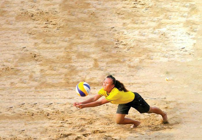 Chân trần trên cát